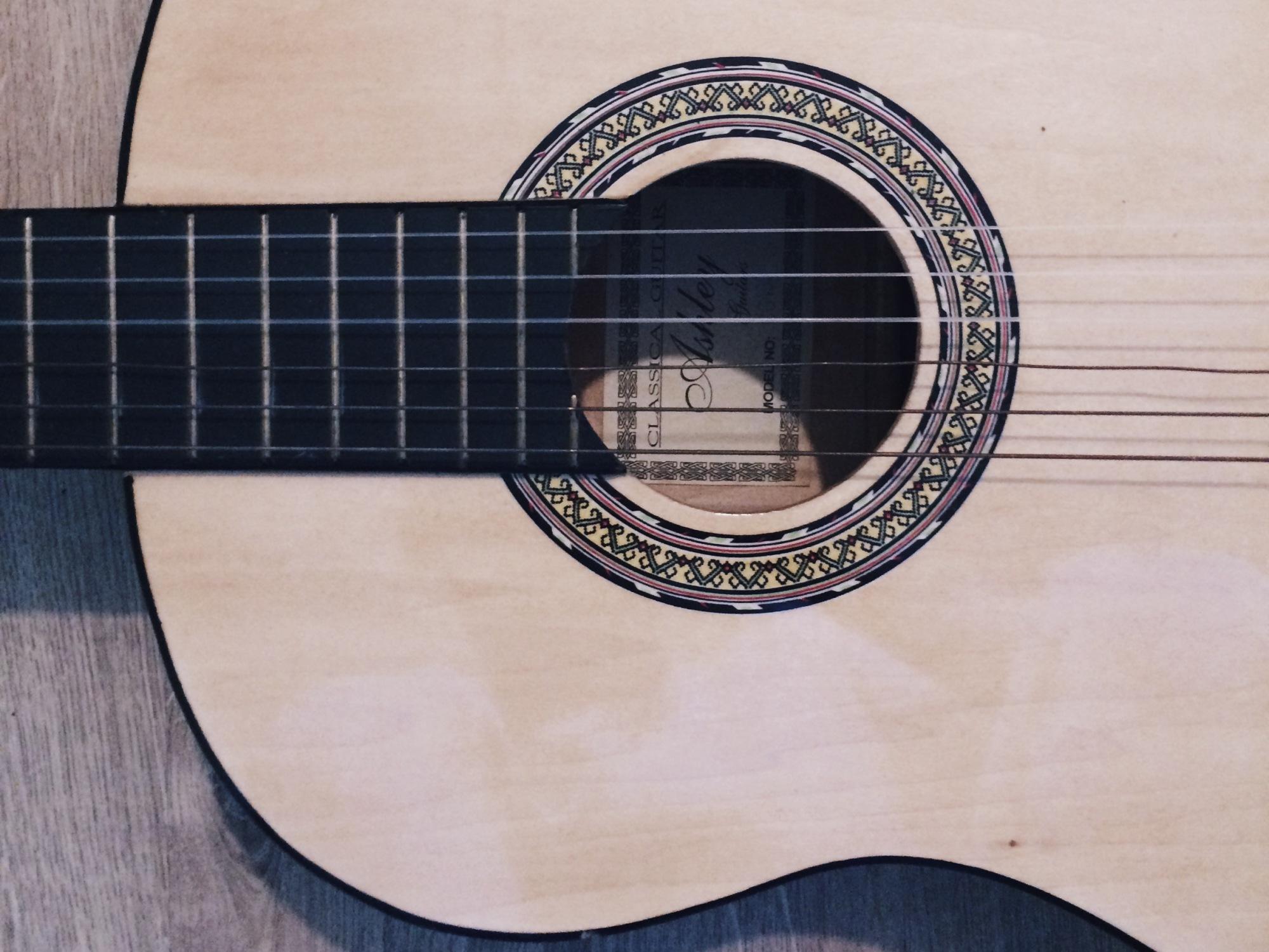 Matt Corby - guitare